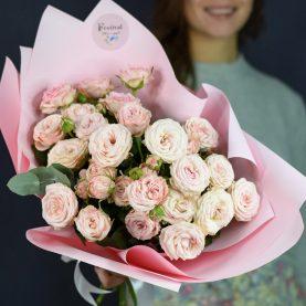 Букет нежно - розовых пионовидных кустовых  роз