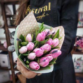 Букет из тюльпанов с лавандой