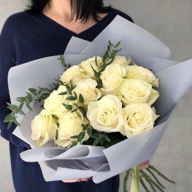 Букет из 11 белых сортовых роз Мондиаль