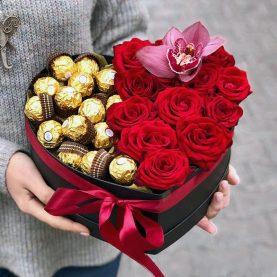Сердце с красными розами