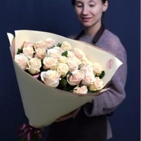 Букет из 25 нежно - розовых роз