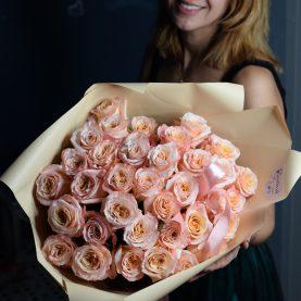 35 персиковых крупных роз
