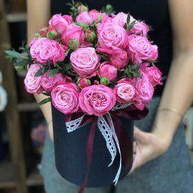Пионовидные розы Леди Бомбастик в шляпной коробке