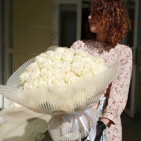 Большой букет из 51 белой розы