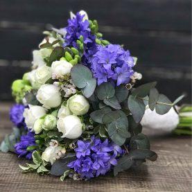 Свадебный букет в голубо - белых тонах