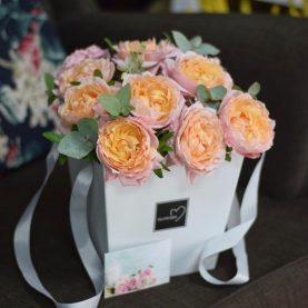 Розы Джульетта в шляпной коробке