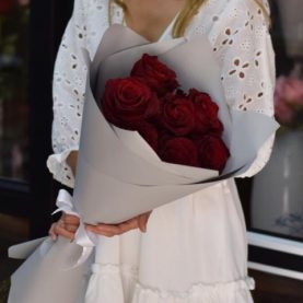9 крупных роз Эквадор