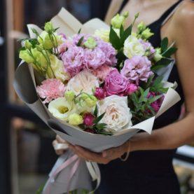 Букет с пионовидными розами и эустомы
