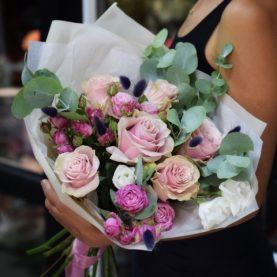 Букет с розами и сухоцветами