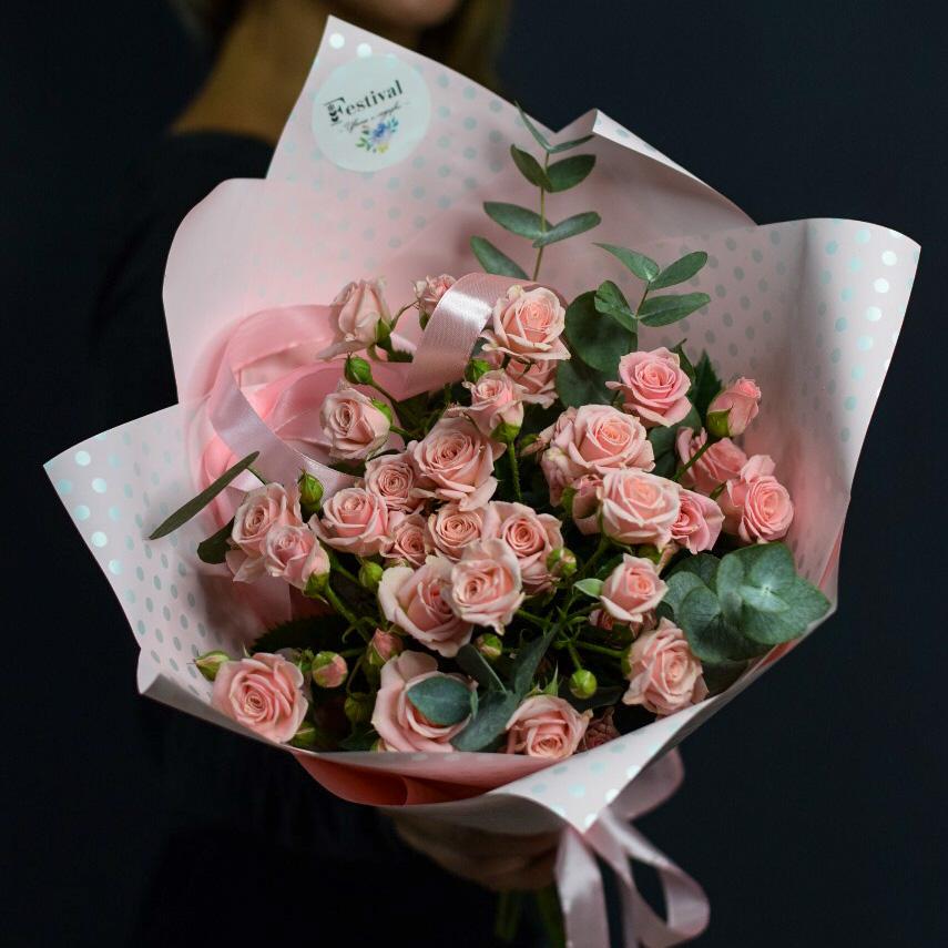 Букет розовой кустовой розы