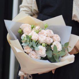 Букет нежно - розовых пионовидных роз