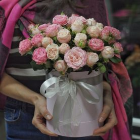 Коробочка  светлых пионовидных роз