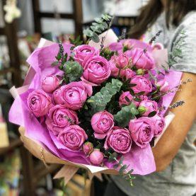Букет роз Мисти баблз с эвкалиптом