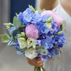 Свадебный букет с  голубой гортензией