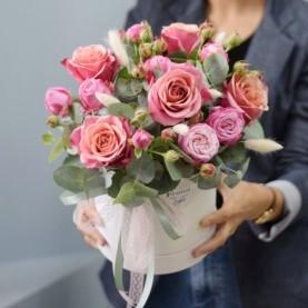 Композиция с крупными розами