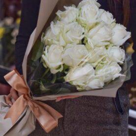 Букет из 15 крупных белых роз