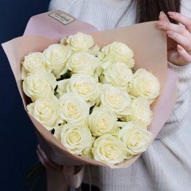 Букет из 17 белых роз Mondial