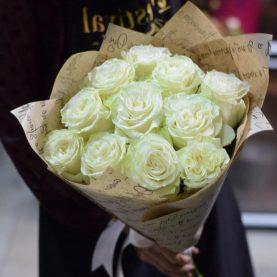 Букет из 11 белых роз Mondial