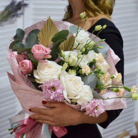 Большой букет с пионовидными розами