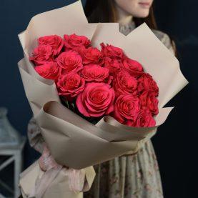 Стильный букет из 17 крупных  роз