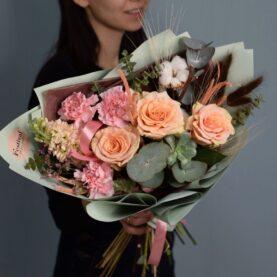 Стильный букет с сухоцветами и суккулентом