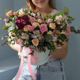 Композиция из весенней коллекции  кустовыми розами