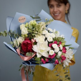 Большой букет с пионами и лилиями