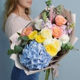 Букет с голубой Гортензией и желтыми розами