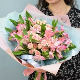 Букет Альстромерий и кустовых роз