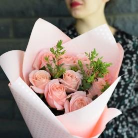 Букет пионовидных роз Клеранс с эвкалиптом