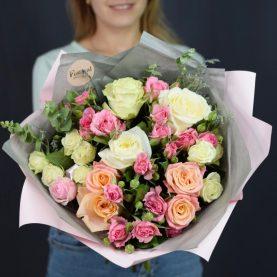 Букет с крупными и кустовыми розами