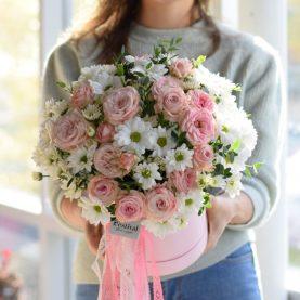 Объемная коробка с пионовидными розами